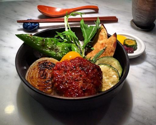 Plat du Restaurant Bincho vu par Christopher Hache chef du Crillon
