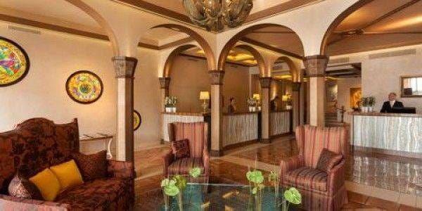 lobby château de la messardière