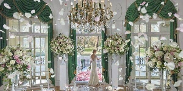 london-2015-hotel-venues-loggia-wedding-08-petals