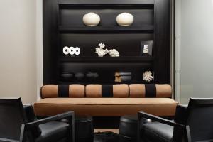 Nadler-Hotel-Victoria_Lobby_-Reception_JACK_HARDY_2015