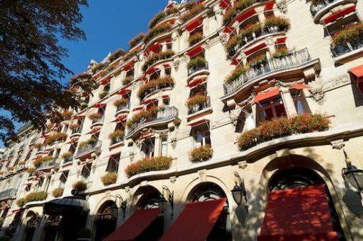 Le Plaza Athénée, l'un des premiers hôtels 5 étoiles emblématiques de Paris à être classé Palace